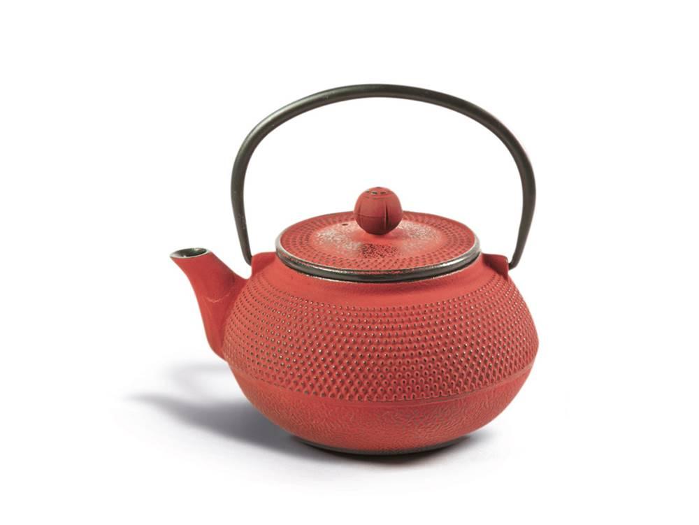 Manu tea Liatinová čajová kanvica so sitkom - červená
